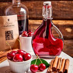 Vánoční griotka My Favorite Food, Favorite Recipes, Pies Art, Liqueur, Food Humor, Hot Sauce Bottles, Champagne, Sweet Recipes, Smoothies