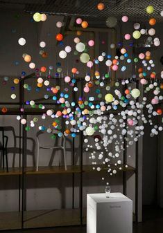 """Эммануэль Муро (Emmanuelle Moureaux) – архитектор и дизайнер из Франции. Один из последних ее проектов - инсталляция """"Искрящиеся пузырьки"""", не оставит равнодушными как любителей оригинального дизайна, так и поклонников знаменитого напитка Coca-Cola."""
