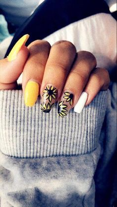 80 ideas to create the best Halloween nail decoration - My Nails Cute Nails, My Nails, Sunflower Nails, Beautiful Nail Polish, Party Nails, Best Acrylic Nails, Yellow Nails, Halloween Nail Art, Nail Decorations