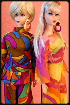 """TNT Hair Fair Barbie is dressed in a clone pantsuit, champagne blonde Barbie is wearing """"Pajama Pow"""" Play Barbie, Barbie I, Barbie Dream, Barbie World, Barbie And Ken, Malibu Barbie, Barbie Stuff, Vintage Barbie Kleidung, Vintage Barbie Clothes"""
