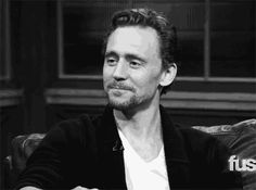Look, I know Tom Hiddleston is beloved by all for being sweet and charming and ridiculously attractive. But he's not perfect. In fact, no one ever seems to talk about his flaws (of which there are many). Hiddlestoners may think their idol is faultles