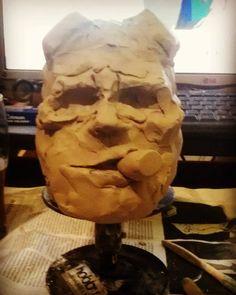 Escultura de hellboy --- boceto  ceramica modelada