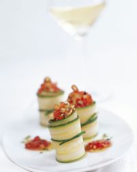 Dinner is served! Very few people refuse to start a meal with a delicious accompaniment. Austrian white wines offer a wide range of tempting flavours for every occasion and every season. Wine Offers, White Wines, Wine Cheese, Dinner Is Served, Wine Recipes, Cucumber, Wraps, Fresh, Ethnic Recipes