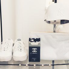 Perfectly placed Old Skools @ Fiona Byrne's apartment via The Coveteur