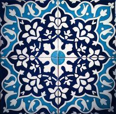 Mais Islamic Motifs, Islamic Tiles, Islamic Art Pattern, Turkish Tiles, Turkish Art, Ceramic Painting, Ceramic Art, Tile Patterns, Pattern Art