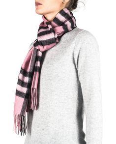 Kaschmir Schal kariert pink front Plaid Scarf, Pink, Fashion, Cashmere, Scarves, Moda, Fashion Styles, Fasion, Roses