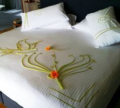 Bird in paradise at Kurumathi Towel Origami, Honeymoon Packages, Craft Organization, Maldives, How To Memorize Things, Paradise, Blanket, Education, Pillows