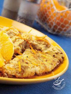 Il Nasello con hummus all'arancia è un secondo di mare molto gustoso, ideale per variare il solito repertorio di ricette di pesce.