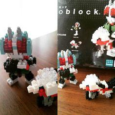 «相棒作、nanoblockライダー!  特にライダー好きな訳ではないのですが、お茶目なポーズにやられたようです(^^) いちおう変身ポーズ、 きめてます(*^^*) #nanoblock  #handmade  #hobby #仮面ライダー»