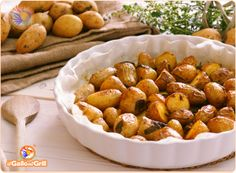 Patate novelle al forno (o patata primaticcia), ricetta per un contorno con delle patate la cui coltivazione è precoce in quanto non raggiun...