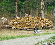 19 people that make stacking firewood an art Stacking Firewood, Firewood Logs, Firewood Storage, Stacking Wood, Land Art, Art Conceptual, Art Et Nature, Norwegian Wood, Environmental Art