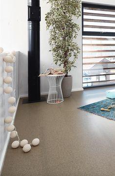 leben im modern style auf korkboden in fein hellgrau classic kc 85 s struktur 6818 - Wohnzimmer Modern Laminat