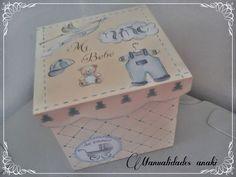 buenos días chicas !!!!!!  hoy os dejo un nuevo trabajo realizado en clase , se trata de una caja para guardar cualquier cosita de los bebes...