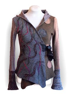 Most wool, completely upcycled sweater with a hood. Length cca 61 cm on the back, on the front a little bit longer.