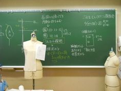 「ドレーピング」(立体裁断)の授業を探訪! ファッションクリエイター学科コースインフォメーション|デザイナー、パタンナー、スタイリストを養成する大阪のファッション専門学校上田安子服飾専門学校
