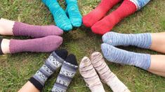Aprender a tejer calcetines - Tres formas distintas de tejerlos. Leg Warmers, Crochet, Spinning, How To Knit, Stocking Pattern, Tapestry Weaving, Knitting Needles, Knitting Patterns, Shapes