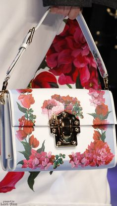 Follow Rent a Stylist https://nl.pinterest.com/rentastylist/ Dolce & Gabbana Fall 2016 RTW