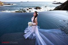 I love this stunning photo of a bride and her wedding dress in our pool. Trash the dress idea perhaps? :) //  Me encanta esta foto de la novia en nuestra alberca.   #wedding #weddings #weddingdress #weddingplaces #mexico #ixtapa #zihuatanejo #destinationwedding #bodas #vestidodenovia