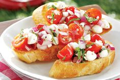 Grilled Panzanella Bites—This appetizer is a fun way of serving a popular Italian bread salad. Tomatoes are supersweet when in season, and taste best when kept at room temperature, so buy or pick them only as needed. Best Italian Recipes, Favorite Recipes, Appetizers For Party, Appetizer Recipes, Al Fresco Recipe, Italian Bread Salad, Wildly Delicious, Good Food, Yummy Food
