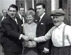 Infamous London gangsters Ronnie and Reggie Kray with their mother Violet and grandfather Jimmy Lee. (Photo by Ron Gerelli/Express/Getty Images) East End London, Old London, Mafia, David Bailey Photography, The Krays, Twin Pictures, Eaton Square, History Of Photography, Vintage