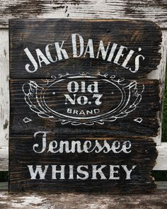 Jack Daniels Decor, Jack Daniels Bottle, Wood Projects, Woodworking Projects, Craft Projects, Jack Daniels Cocktails, Wood Crafts, Fun Crafts, Cricut Vinyl Cutter