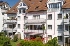 Wir gratulieren den Käufern herzlichst zu ihrem neuen Zuhause und wünschen viel Freude! Wenn auch Sie einen erfolgreichen Verkauf Ihrer Immobilie wünschen, dann rufen Sie mich an für eine unverbindliche Beratung: Martin Zaugg: 078 612 88 33 Ihr REMAX-Partner für Bewertung und Verkauf von Immobilien. Gerne präsentiere ich Ihnen weitere Referenzen von höchst zufriedenen Käufern und Verkäufern. #martinzaugg #remax #haus #einfamilienhaus #wohnung #mehrfamilienhaus #hausverkaufen #wohnungverkauf Style At Home, Partner, Multi Story Building, Mansions, House Styles, Home Decor, Real Estate Agents, Modern Home Design, Counseling