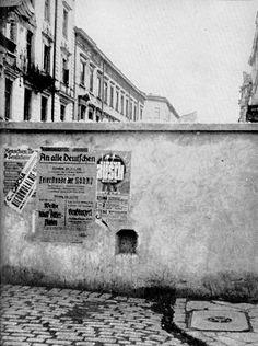 outside the wall Shoah - The Holocaust