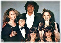 Little House On The Prairie - Cast photo - Michael Landon, Melissa Sue Anderson, Melissa Gilbert and the younger siblings Melissa Gilbert, Laura Ingalls Wilder, Melissa Sue Anderson, House Cast, Ingalls Family, Michael Landon, Fitness Models, Old Movie Stars, Child Actors