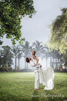 Wedding location: Taman Bhagawan, Nusa Dua, Bali Photographed by: Iwan Wedding organizer: Botanica Weddings Bali Wedding, Wedding Tips, Wedding Venues, Got Married, Getting Married, Cool Photos, Amazing Photos, Most Romantic, Beautiful Beaches