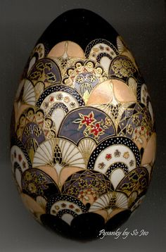 Chiyogami Series: Cranes & Fans Japanese Chiyogami (Yuzen) design recreated with wax and dyes in the traditional manner of Pysanky. 22 k German gold leaf detailing. Objets Antiques, Carved Eggs, Egg Designs, Egg Crafts, Faberge Eggs, Egg Art, China Painting, Gourd Art, Egg Decorating
