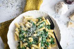 Milované těstoviny se špenátem pro hektické večery Kitchenette, Spanakopita, Vegetable Pizza, Meal Prep, Cooking Recipes, Pasta, Meat, Chicken, Dinner
