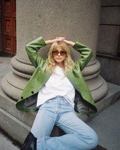 "ZEFFON's Instagram post: ""Cool tuesday with @josefinevogt in our green Besson leather blazer #zeffon #zeffonmuse"" 80s Fashion, Party Fashion, Fashion Models, Girl Fashion, Fashion Dresses, Blue Dress Outfits, Blue Dress Casual, Leather Blazer, Aesthetic Fashion"