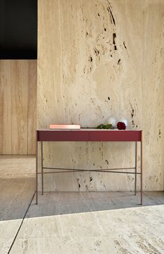 Simple straight lines and the perfect combination of materials give this new item a cool and classic look. Structure in stainless steel with copper finishing MDF lacquered cabinet.