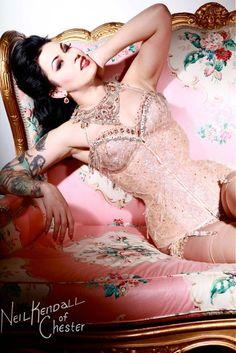 Dancer/model: LouLou D'vil Photography:Neil 'Nez' Kendall Corset: Salonkiompelimo HiroNIA