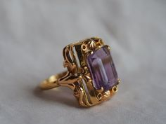 Princess-like vintage 18K yellow gold Amethyst cocktail ring | Etsy Cute Jewelry, Gold Jewelry, Jewelry Rings, Jewelery, Décor Antique, Antique Jewelry, Vintage Jewelry, Antique Rings, Cocktail Rings