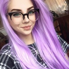 I love that beautiful lilac wig by @lastfeastofthewolves! 😍💜 She's so cute!