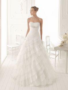 A-ligne sans bretelles de mariage robe en organza