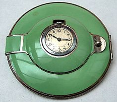 Art Deco: powder compact with clock
