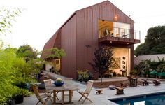 Wolfe Residence by Ehrlich Architects. Exterior metal usage giving the building a texture and simplicity