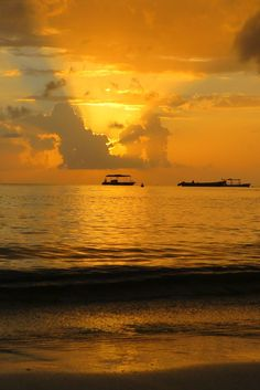 JAMAICA with it's endless beaches is a romantic paradise. This tropical getaway still moves to the beat of Bob Marley.