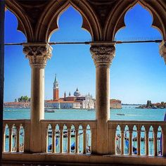 This is the kind of place where, even a foreigner, walking, stops and says: Che bello !! #whatabeautiful #divinasecrets with @burniejourneys at Doge's Palace. Double tap if love this.