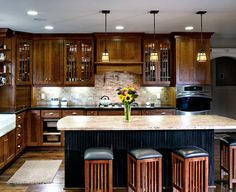 Traditional Craftsman Kitchen with Kitchen Island - Dura Supreme Cabinetry