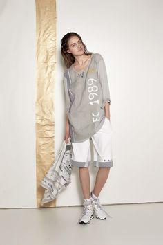 #danieladallavalle #collection #ss16 #elisacavaletti #tunic #bermuda #socks #sneakers #kefiah #grey #beige #stripe #white #print #fantasy #leather