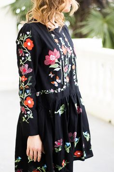 Floral embroidered dress from Zara! Check out the post http://finastyleblog.com/2017/01/styling-boho-chic-embroidered-dress/
