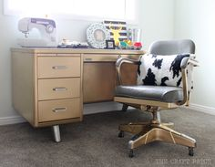 On the hunt for the perfect desk? @craftpatchblog found a vintage tanker desk for $30 at a local thrift store and decided to bring it home and give it a simple makeover with Rust-Oleum Metallic Spray Paint