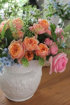 Beautiful flower arrangement with happy, summer colours in an antique white jug. #englishrose #flowers #vintage