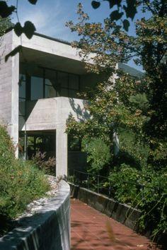 1974-76 Luigi Snozzi Casa Kalmann Brione s/Minusio - via. Luigi Snozzi, Mario Botta, House 2, Sidewalk, Mansions, House Styles, Wikimedia Commons, Architects, Houses