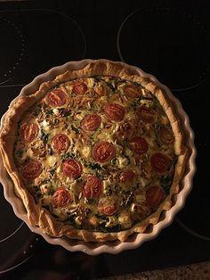 Quiche mit Spinat, Feta, Tomaten und Pinienkernen, ein sehr leckeres Rezept aus der Kategorie Vegetarisch. Bewertungen: 9. Durchschnitt: Ø 4,3.