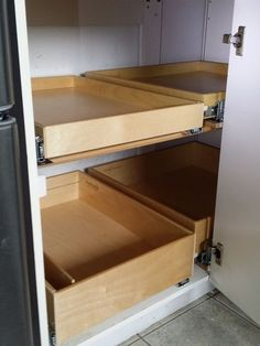 Blind Corner Cabinet Solution - Create easier access to your corner cabinet storage with a ShelfGenie of Mississauga & Hamilton blind corner cabinet solution. When the front shelf is extended, slide the shelf over from the corner position to easily access those items.