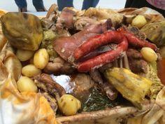 Cozido tradicional nas caldeiras em Ribeira Grande, Açores